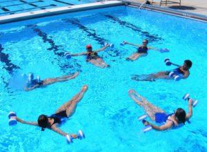 Aqua aerobik - dla kogo i czemu warto?