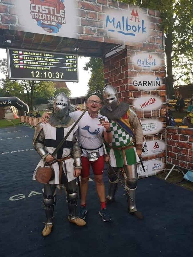 Bartosz Roszak na mecie Triathlon Castle w Malborku